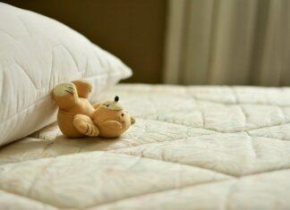 jaki materacyk wybrać do dziecięcego łóżeczka